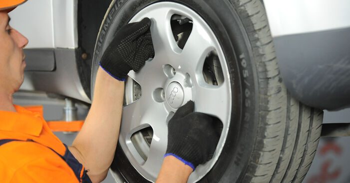 Spurstangenkopf am AUDI A4 Limousine (8E2, B6) 1.9 TDI quattro 2000 wechseln – Laden Sie sich PDF-Handbücher und Videoanleitungen herunter