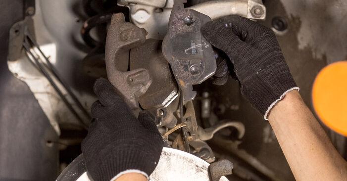 Austauschen Anleitung Bremsscheiben am Audi A4 b6 2000 1.9 TDI selbst