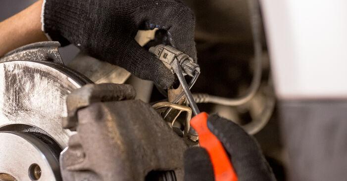 Bremsscheiben am AUDI A4 Limousine (8E2, B6) 1.9 TDI quattro 2000 wechseln – Laden Sie sich PDF-Handbücher und Videoanleitungen herunter