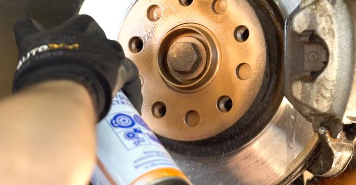 Bremsscheiben beim AUDI A4 1.8 T quattro 2002 selber erneuern - DIY-Manual
