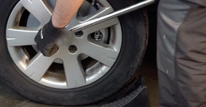 Audi A4 b6 2.0 2002 Stabdžių Kaladėlės keitimas: nemokamos remonto instrukcijos