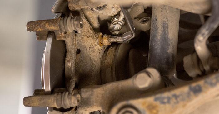 Wechseln Bremsscheiben am AUDI A4 Limousine (8E2, B6) 1.8 T 2003 selber