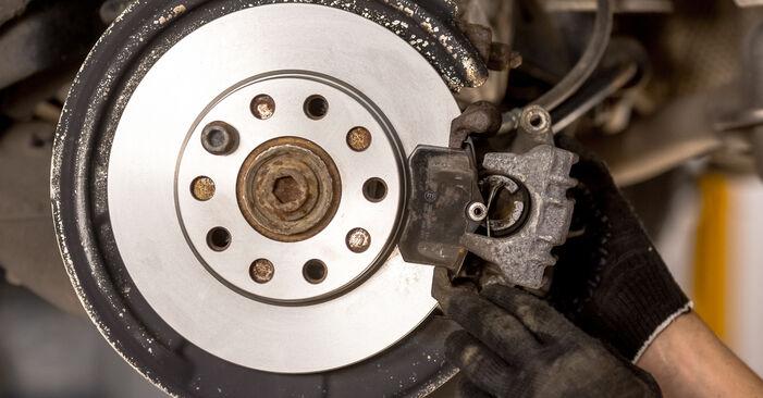 Wie schwer ist es, selbst zu reparieren: Bremsscheiben Audi A4 B6 2.5 TDI 2001 Tausch - Downloaden Sie sich illustrierte Anleitungen