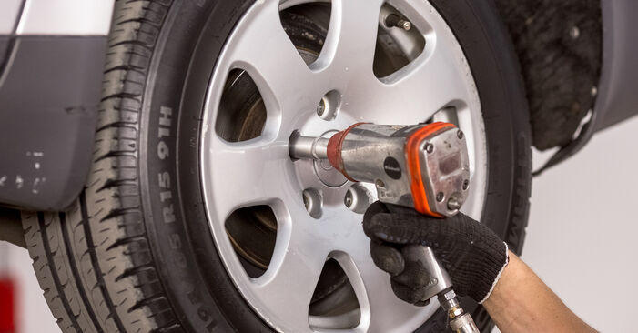 Tausch Tutorial Bremsscheiben am AUDI A4 Limousine (8E2, B6) 2002 wechselt - Tipps und Tricks
