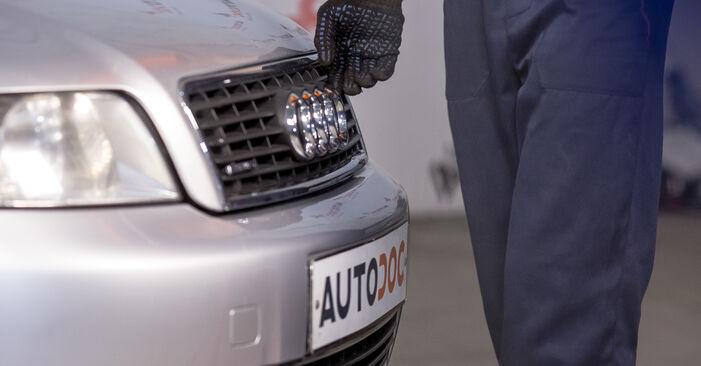 Wie Bremsscheiben AUDI A4 Limousine (8E2, B6) 2.0 2001 austauschen - Schrittweise Handbücher und Videoanleitungen