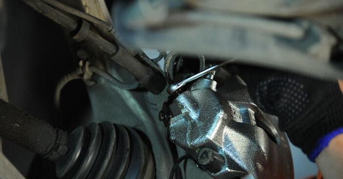 Wie schwer ist es, selbst zu reparieren: Bremssattel Audi A4 b6 2.5 TDI 2001 Tausch - Downloaden Sie sich illustrierte Anleitungen