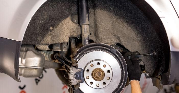 Wie schwer ist es, selbst zu reparieren: Stoßdämpfer Audi A4 b6 2.5 TDI 2001 Tausch - Downloaden Sie sich illustrierte Anleitungen