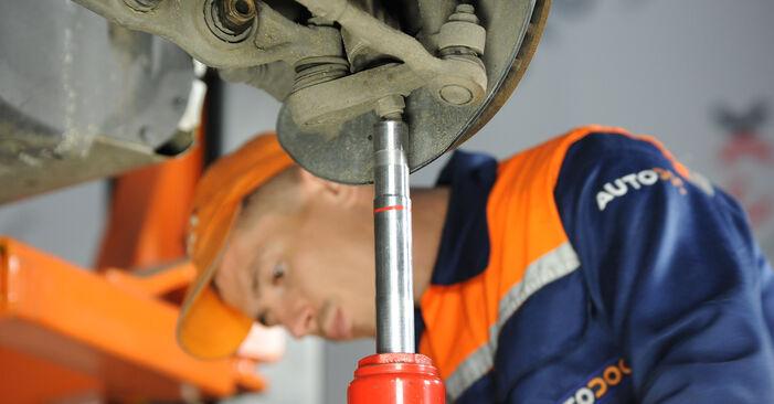 Koppelstange Mercedes W211 E 320 CDI 3.2 (211.026) 2004 wechseln: Kostenlose Reparaturhandbücher