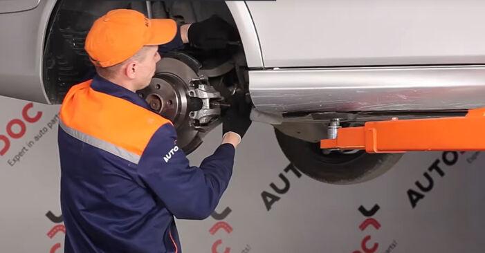 Tausch Tutorial Bremssattel am MERCEDES-BENZ E-Klasse Limousine (W211) 2006 wechselt - Tipps und Tricks