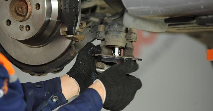 Bremssattel Mercedes W211 E 320 CDI 3.2 (211.026) 2004 wechseln: Kostenlose Reparaturhandbücher