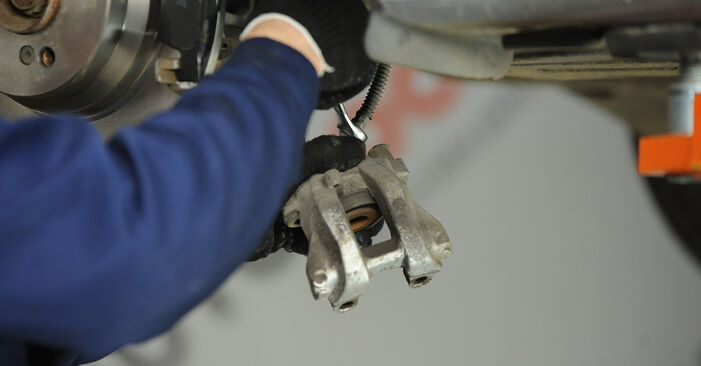 Tauschen Sie Bremssattel beim MERCEDES-BENZ E-Klasse Limousine (W211) E 220 CDI 2.2 (211.008) 2005 selbst aus