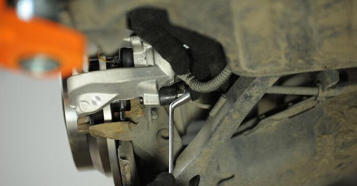 Bremssattel Ihres Mercedes W211 E 200 CDI 2.2 (211.007) 2002 selbst Wechsel - Gratis Tutorial