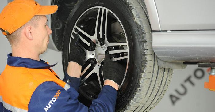 Wie man Bremssattel beim MERCEDES-BENZ E-Klasse Limousine (W211) 2007 austauscht – Downloaden Sie sich PDF-Anleitungen und Video-Tutorials