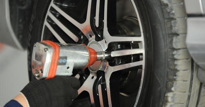 Wie schwer ist es, selbst zu reparieren: Bremssattel Mercedes W211 E 320 CDI 3.0 (211.022) 2008 Tausch - Downloaden Sie sich illustrierte Anleitungen