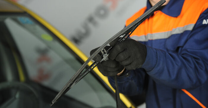 Changing Wiper Blades on TOYOTA Yaris Hatchback (_P1_) 1.3 (NCP10_, SCP12_) 2002 by yourself