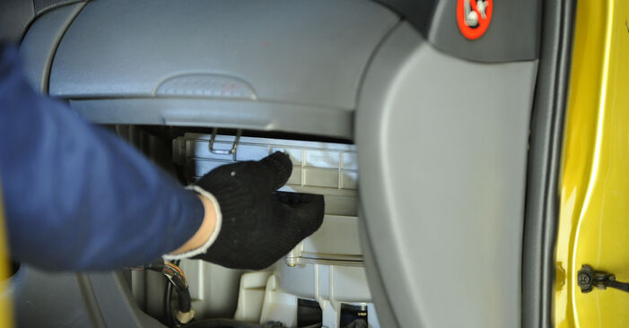Toyota Yaris p1 1.4 D-4D (NLP10_) 2001 Interieurfilter remplaceren: kosteloze garagehandleidingen