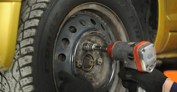 Austauschen Anleitung Bremsscheiben am Toyota Yaris p1 2002 1.0 (SCP10_) selbst
