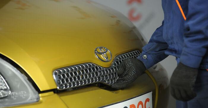 Cómo es de difícil hacerlo usted mismo: reemplazo de Copelas Del Amortiguador en un Toyota Yaris p1 1.0 (SCP10_) 2005 - descargue la guía ilustrada