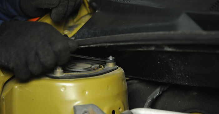 Cómo reemplazar Copelas Del Amortiguador en un TOYOTA Yaris Hatchback (_P1_) 2004: descargue manuales en PDF e instrucciones en video