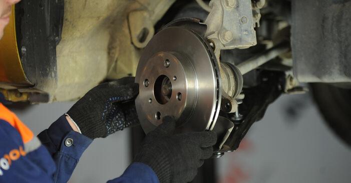 Mudar Rolamento da Roda no Toyota Yaris p1 2000 não será um problema se você seguir este guia ilustrado passo a passo