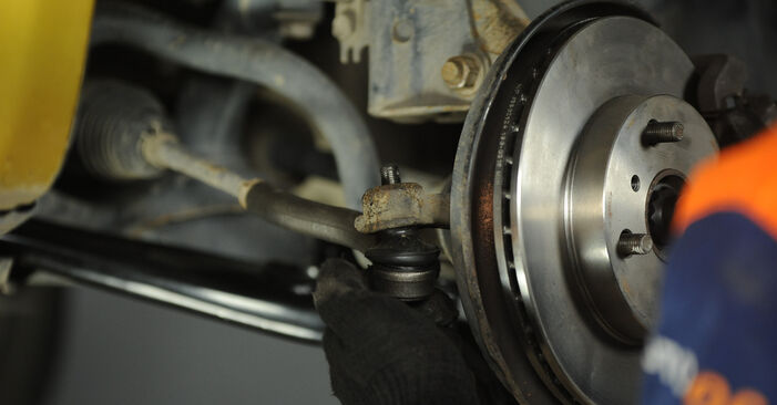 Como substituir Rolamento da Roda no TOYOTA Yaris Hatchback (_P1_) 2004: descarregue manuais em PDF e instruções em vídeo