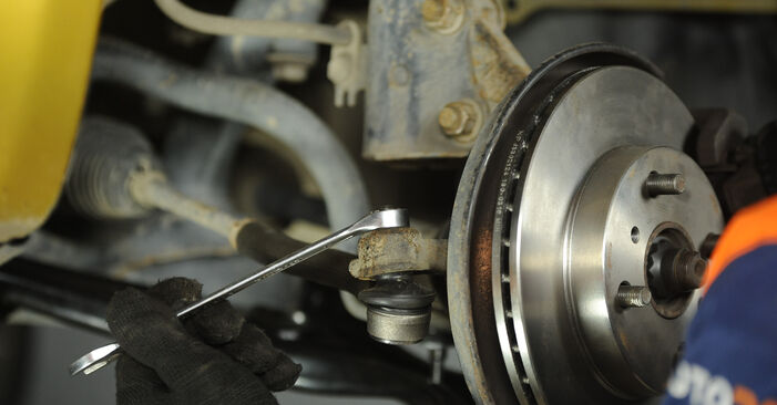 Quão difícil é efetuar a substituição de Rolamento da Roda no Toyota Yaris p1 1.0 (SCP10_) 2005 por si mesmo - descarregue o guia ilustrado