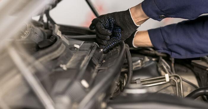 Wie schwer ist es, selbst zu reparieren: Innenraumfilter BMW E53 3.0 i 2006 Tausch - Downloaden Sie sich illustrierte Anleitungen