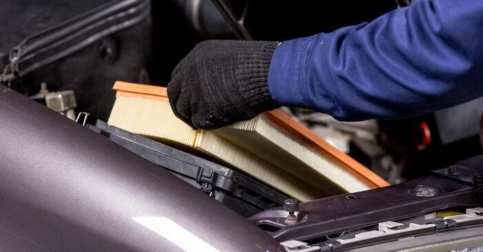 Luftfilter am MERCEDES-BENZ C-Klasse Limousine (W202) C 200 CDI 2.2 (202.134) 1998 wechseln – Laden Sie sich PDF-Handbücher und Videoanleitungen herunter