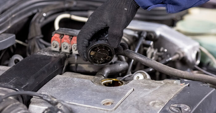 Changing Oil Filter on MERCEDES-BENZ C-Class Saloon (W202) C 220 CDI 2.2 (202.133) 1996 by yourself