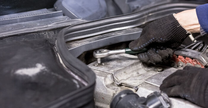 Changing Spark Plug on MERCEDES-BENZ C-Class Saloon (W202) C 220 CDI 2.2 (202.133) 1996 by yourself