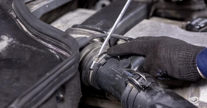 Mercedes W202 C 250 2.5 Turbo Diesel (202.128) 1995 Spark Plug replacement: free workshop manuals