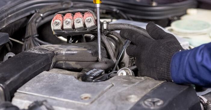 Zündkerzen am MERCEDES-BENZ C-Klasse Limousine (W202) C 200 CDI 2.2 (202.134) 1998 wechseln – Laden Sie sich PDF-Handbücher und Videoanleitungen herunter