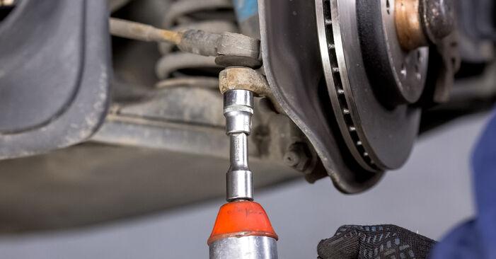 Wie schwer ist es, selbst zu reparieren: Spurstangenkopf Mercedes W202 C 250 D 2.5 (202.125) 1999 Tausch - Downloaden Sie sich illustrierte Anleitungen