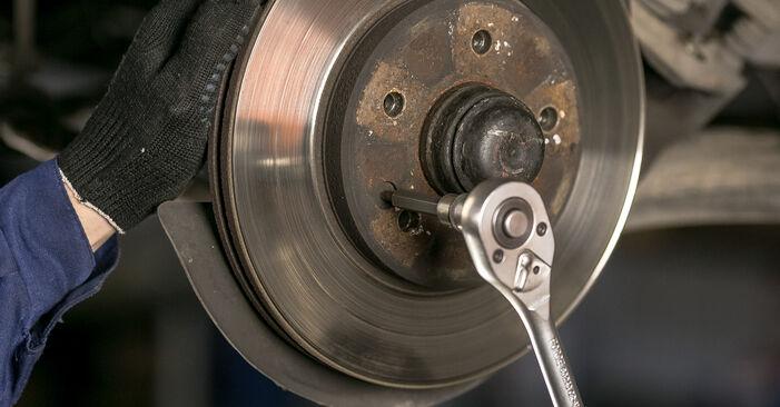 A substituição do Discos de Travão no MERCEDES-BENZ Classe C Sedan (W202) C 220 D 2.2 (202.121) 1999 não é mais um problema com o nosso tutorial passo a passo.