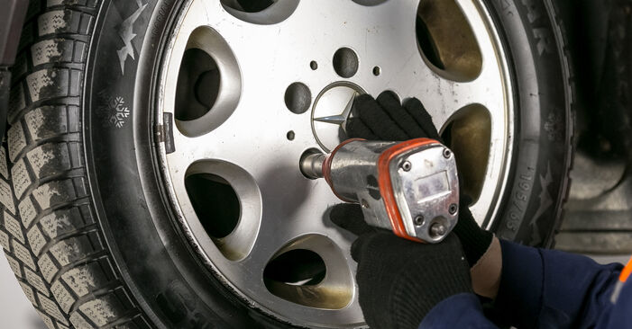How to replace Brake Discs on MERCEDES-BENZ C-Class Saloon (W202) 1998: download PDF manuals and video instructions