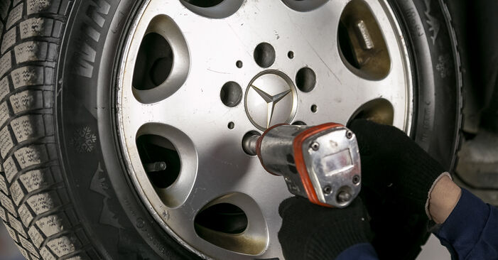 Changing Brake Discs on MERCEDES-BENZ C-Class Saloon (W202) C 220 CDI 2.2 (202.133) 1996 by yourself