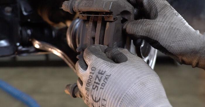 MERCEDES-BENZ C-CLASS C 180 1.8 (202.018) Bremsbeläge ausbauen: Anweisungen und Video-Tutorials online