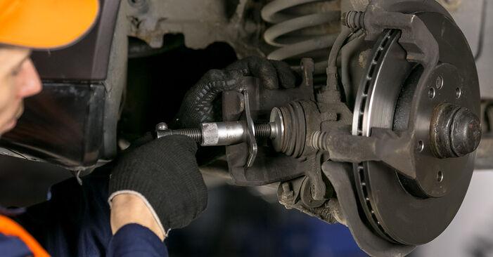 Zweckdienliche Tipps zum Austausch von Bremsbeläge beim MERCEDES-BENZ C-Klasse Limousine (W202) C 220 D 2.2 (202.121) 1999