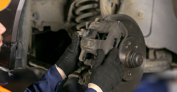 Wie Bremsbeläge Mercedes W202 C 180 1.8 (202.018) 1993 tauschen - Kostenlose PDF- und Videoanleitungen