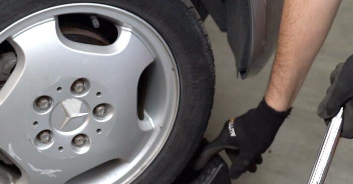 Bremsbeläge Ihres Mercedes W202 C 220 2.2 (202.022) 1993 selbst Wechsel - Gratis Tutorial