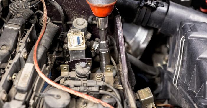 Wechseln Stoßdämpfer am MERCEDES-BENZ C-Klasse Limousine (W202) C 220 CDI 2.2 (202.133) 1996 selber