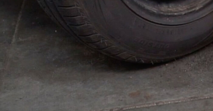 Stoßdämpfer Mercedes W202 C 220 D 2.2 (202.121) 1995 wechseln: Kostenlose Reparaturhandbücher