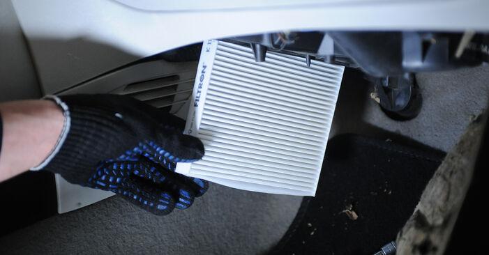 Fiat Punto 188 1.2 16V 80 2001 Innenraumfilter wechseln: Kostenfreie Reparaturwegleitungen