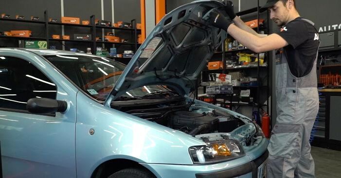 Kuinka vaihtaa Jarrupalat Fiat Punto 188 1999 -autoon - ilmaiset PDF- ja video-oppaat