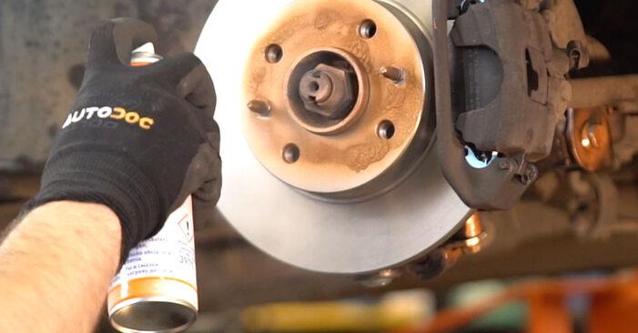Kuinka vaihtaa Jarrupalat FIAT PUNTO (188) 2004 -autoon: lataa PDF-oppaat ja video-ohjeet