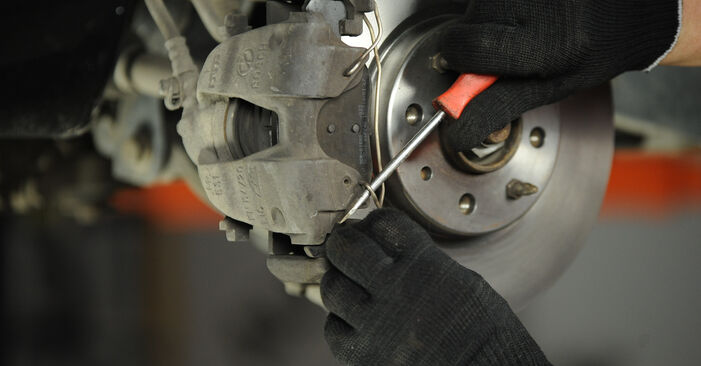 Kuinka vaikeaa on tehdä itse: Jarrupalat-osien vaihto Fiat Punto 188 1.4 2005 -autoon - lataa kuvitettu opas