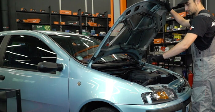 Austauschen Anleitung Stoßdämpfer am Fiat Punto 188 2009 1.2 60 selbst