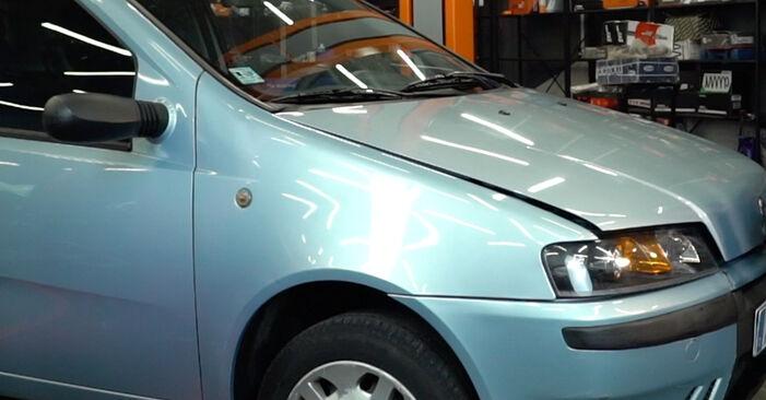 Wie schwer ist es, selbst zu reparieren: Stoßdämpfer Fiat Punto 188 1.4 2005 Tausch - Downloaden Sie sich illustrierte Anleitungen