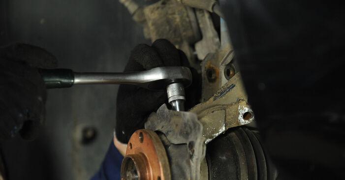 Svojpomocná výmena FIAT PUNTO (188) 1.3 JTD 16V 1999 Lozisko kolesa – online tutoriál