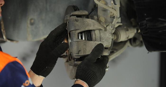 Ako vymeniť Lozisko kolesa na Fiat Punto 188 1999 – bezplatné PDF a video návody.